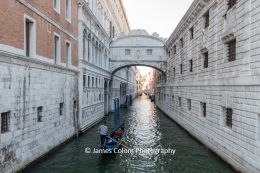 Bridge of Sighs with gondolier, Venice, Italy