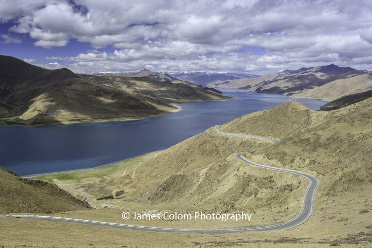 Road near Lake Yamdrok (Yamzho Yumco), on day trip from Lhasa, Tibet, China