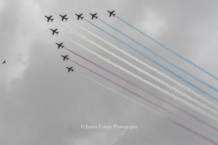 Red Arrows Diamond Jubilee fly over the Mall